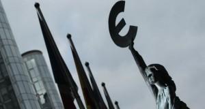Stop euro, ristrutturare il debito