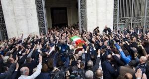 L'ultimo saluto a Rauti si trasforma nel funerale politico di Fini