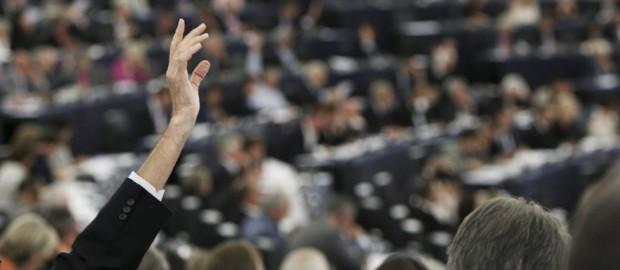 Una sede per parlare ed una per votare: lo scandalo del Parlamento Europeo. Intanto negli Usa…
